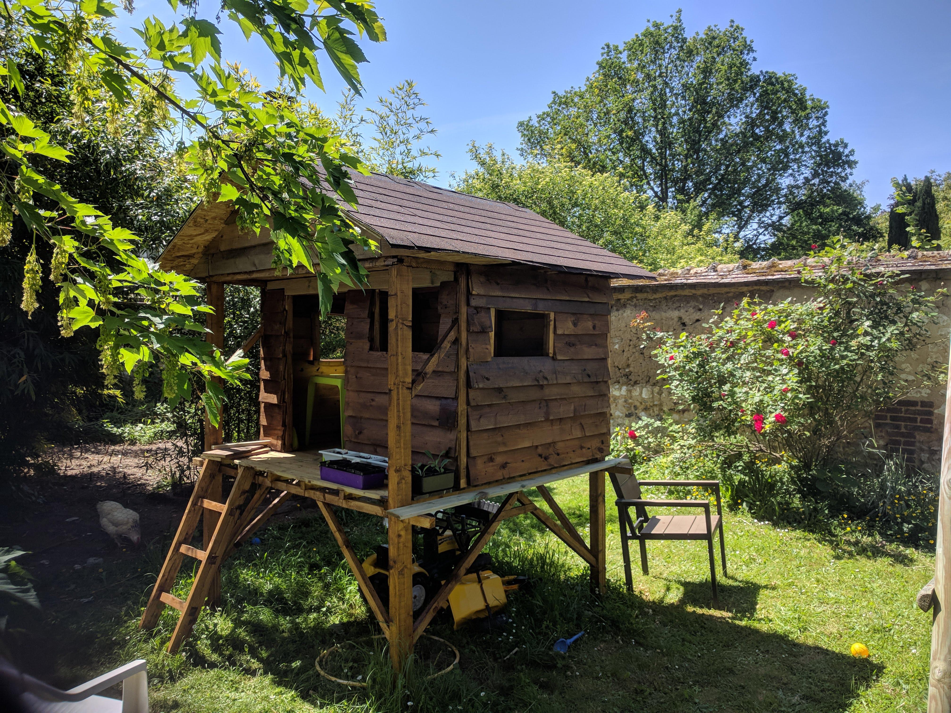 projet cabane sur pilotis 4 fin de la construction blog du grouik. Black Bedroom Furniture Sets. Home Design Ideas
